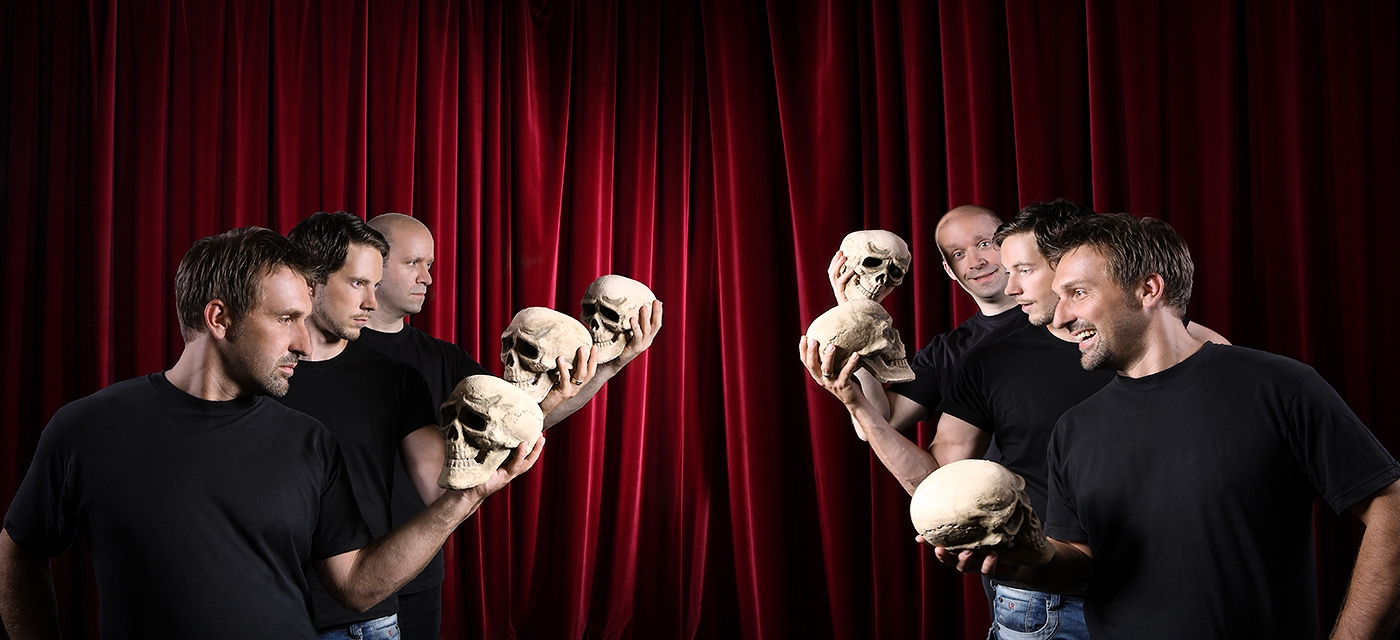 Bühne: Shakespeares sämtliche Werke (leicht gekürzt)